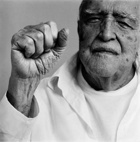 Oscar Niemeyer  by Ludovic Lent